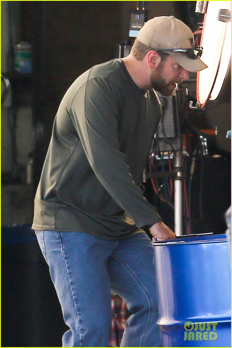 bradley cooper shows off his parenting skills on sniper set 033113503