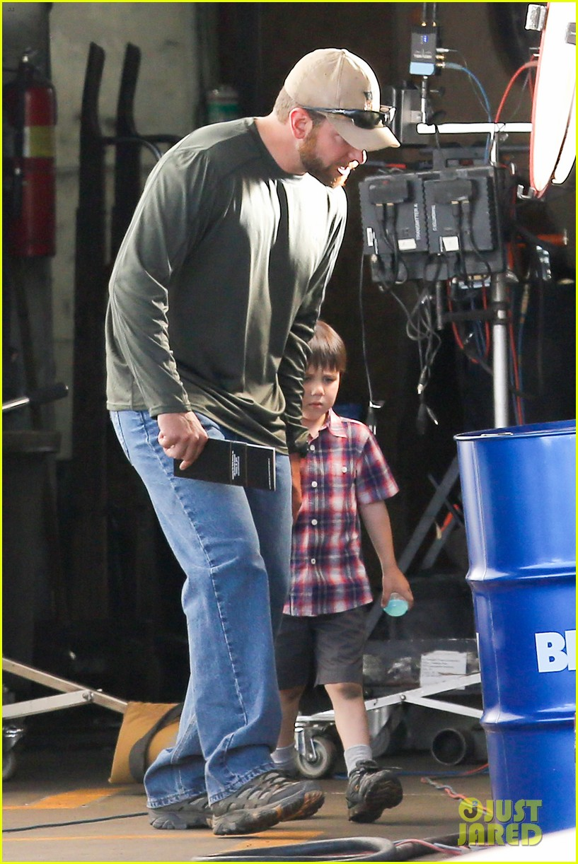 bradley cooper shows off his parenting skills on sniper set 193113519