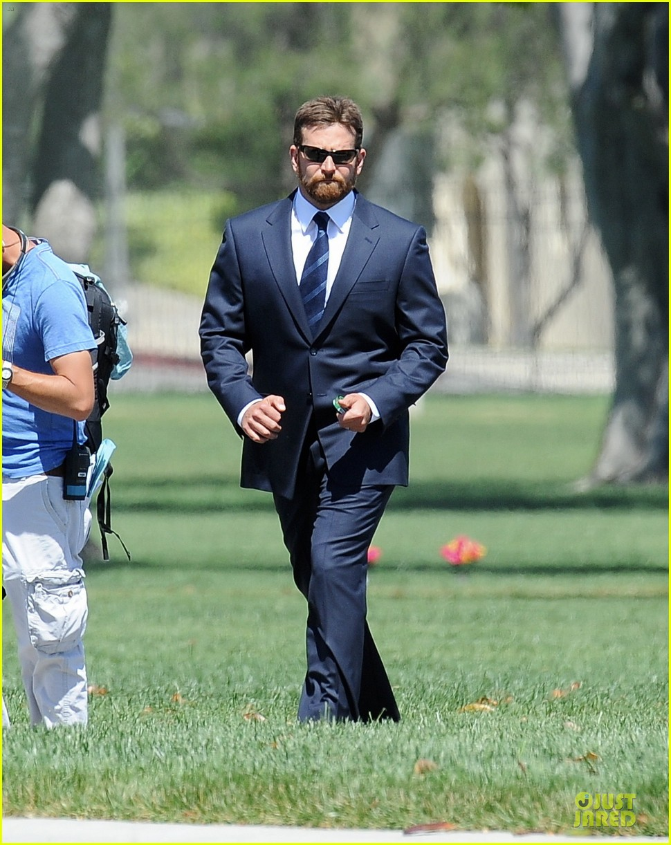 bradley cooper buff on american sniper set 05
