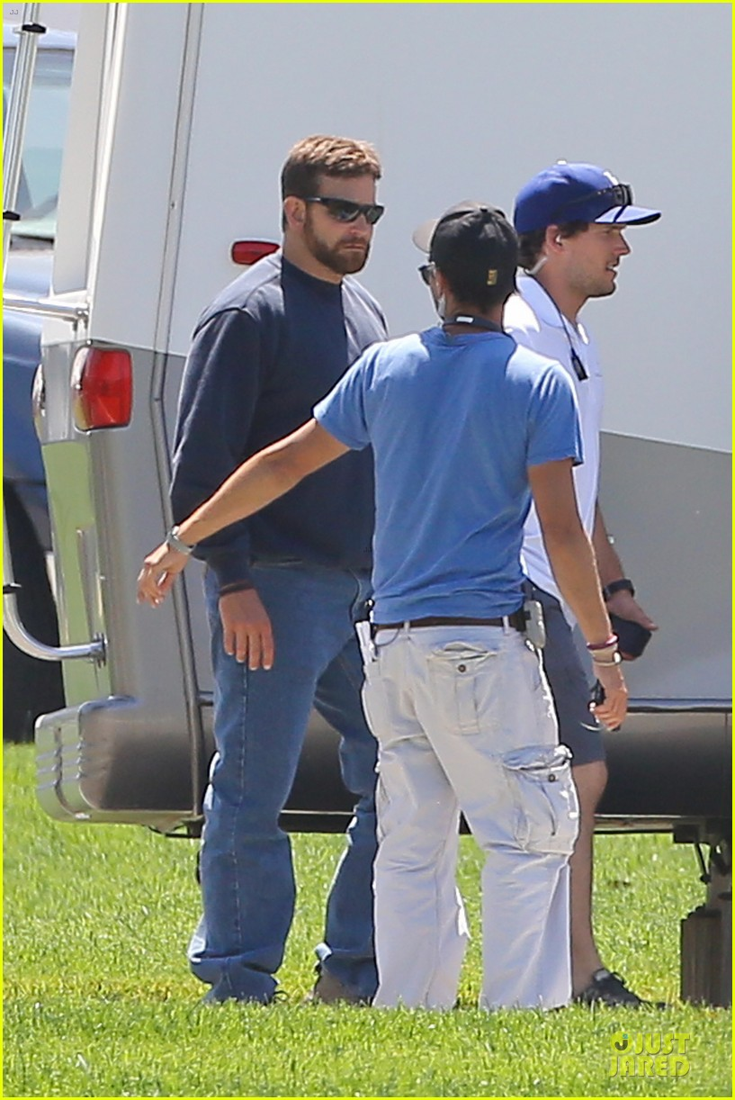 bradley cooper buff on american sniper set 203112828