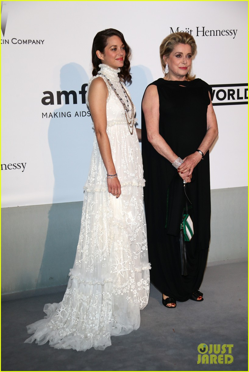 marion cottilard walks amfar gala 2014 red carpet with catherine deneuve 073119954