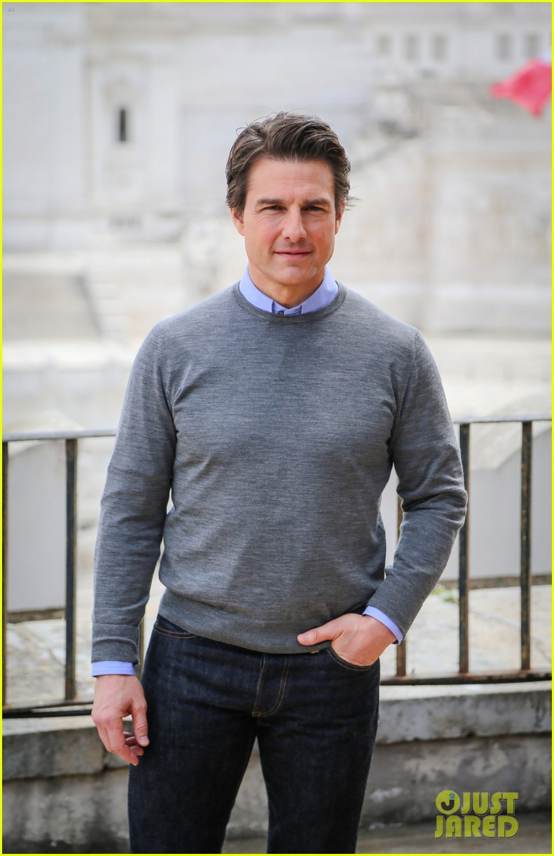 tom cruise getting prepped for three cities in one day 05