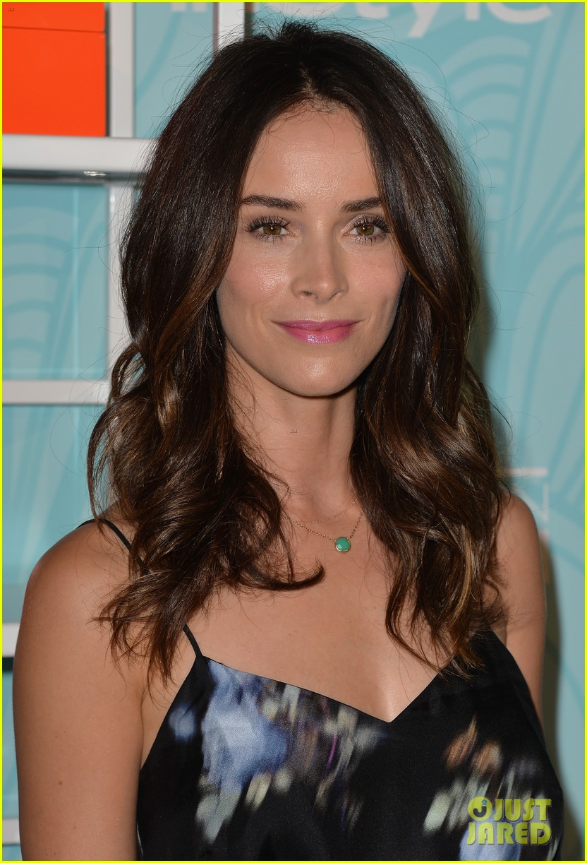kaley cuoco abigail spencer step up awards 10