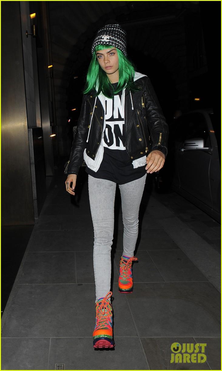cara delevingne green white wigs 013125072
