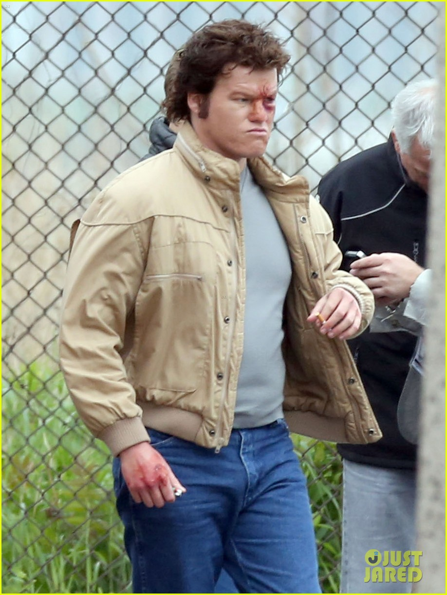 johnny depp works alongside very bloodied jesse plemons 043122812