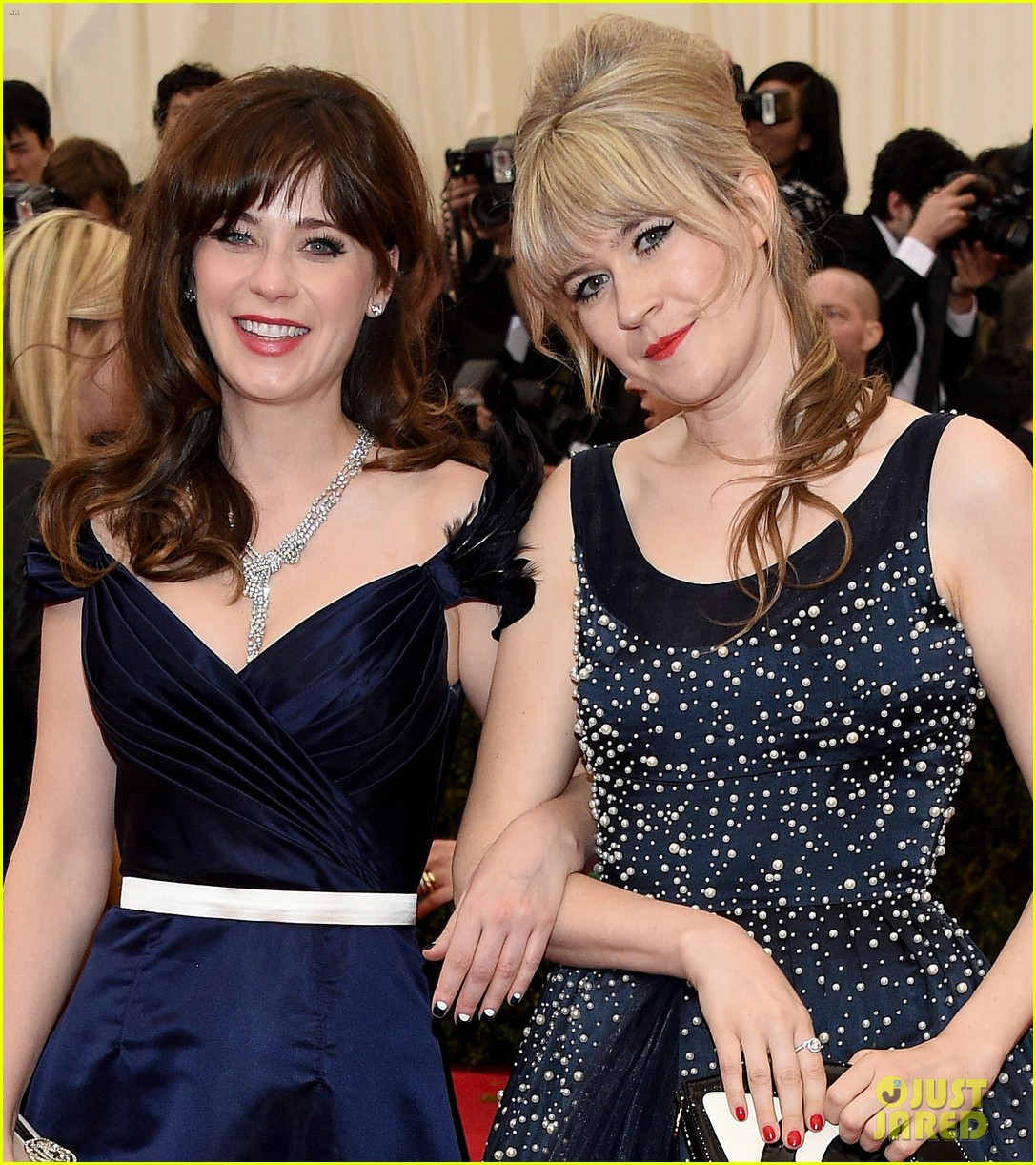 zooey deschanel represents tommy hilfiger on met ball 2014 red carpet 04
