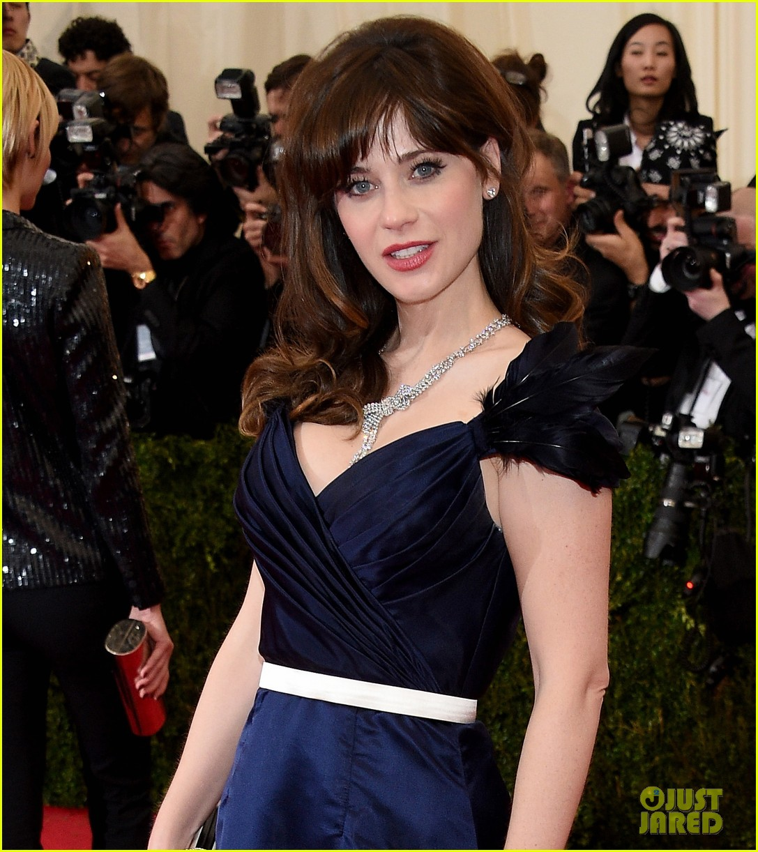 zooey deschanel represents tommy hilfiger on met ball 2014 red carpet 05