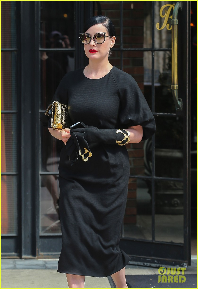 dita von teese peter pan relaxing weekend nyc 093105009