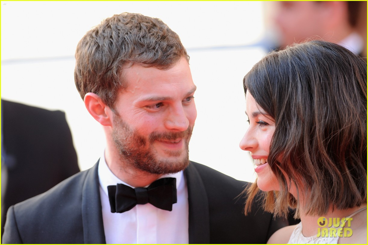 jamie dornan wife amelia hold hands make one cute couple at arquive awards 143117097