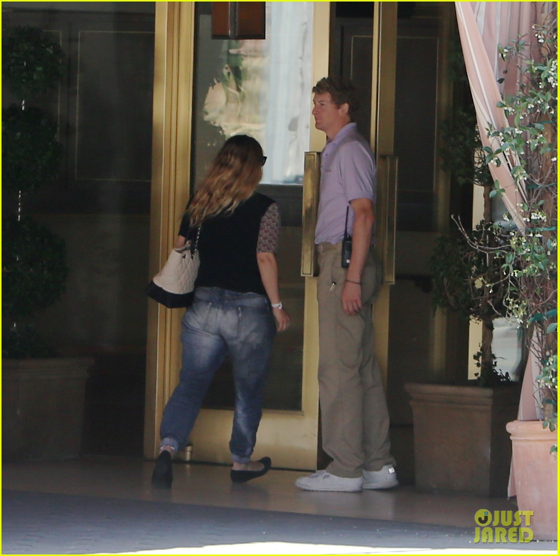 drew barrymore steps out first time daughter frankie 07