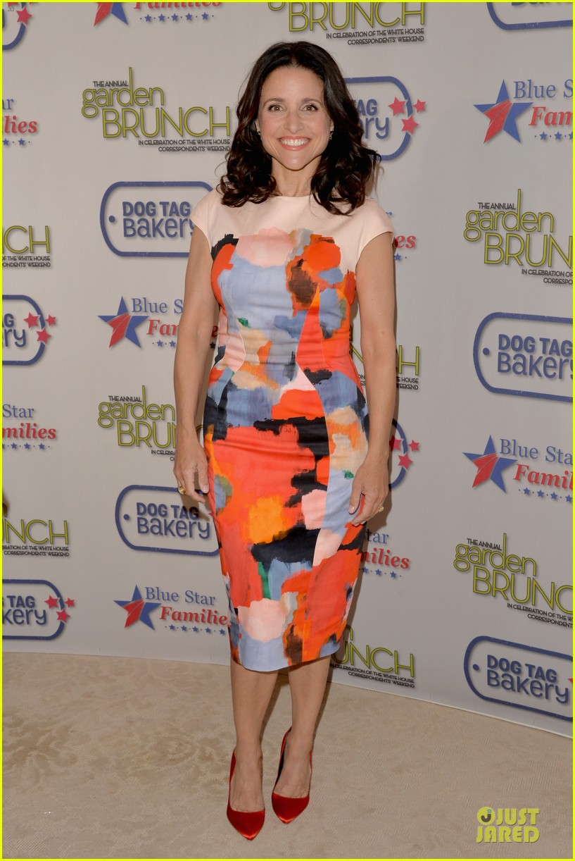 julia louis dreyfus colorfully chic at garden brunch 013104588