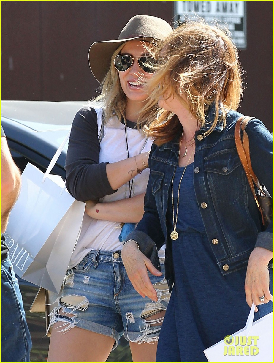 hilary duff mothers day with luca mimosas 06
