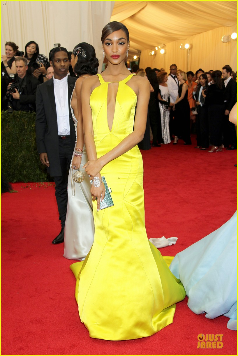 jourdan dunn plunging met ball 2014 03