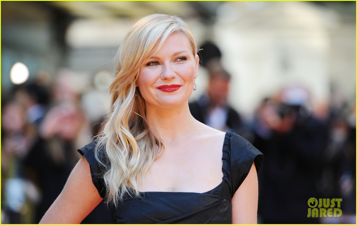 kirsten dunst goes classy chic in little black dress 123112643