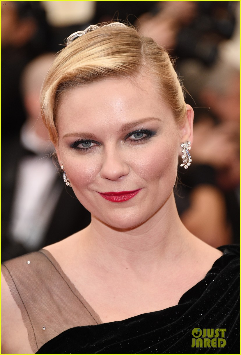 kirsten dunst met ball 2014 red carpet 02