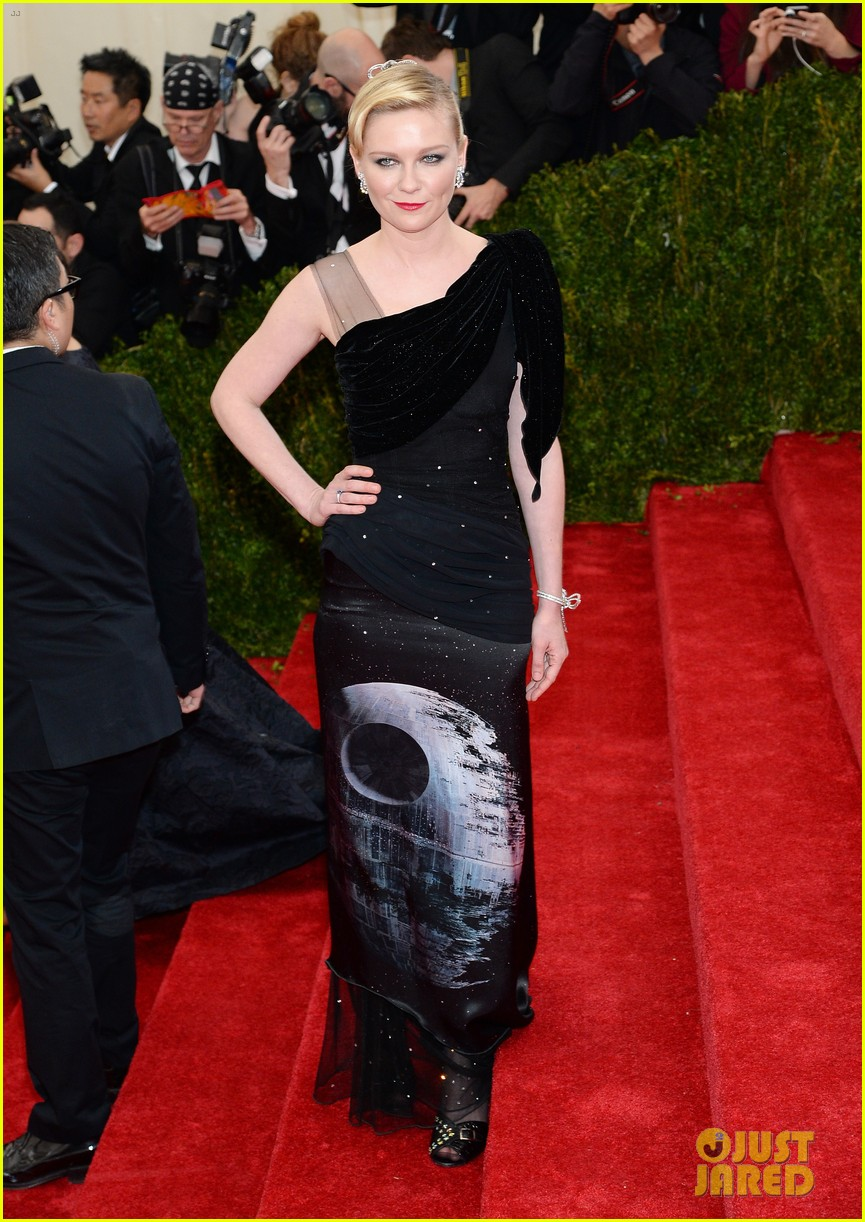 kirsten dunst met ball 2014 red carpet 05