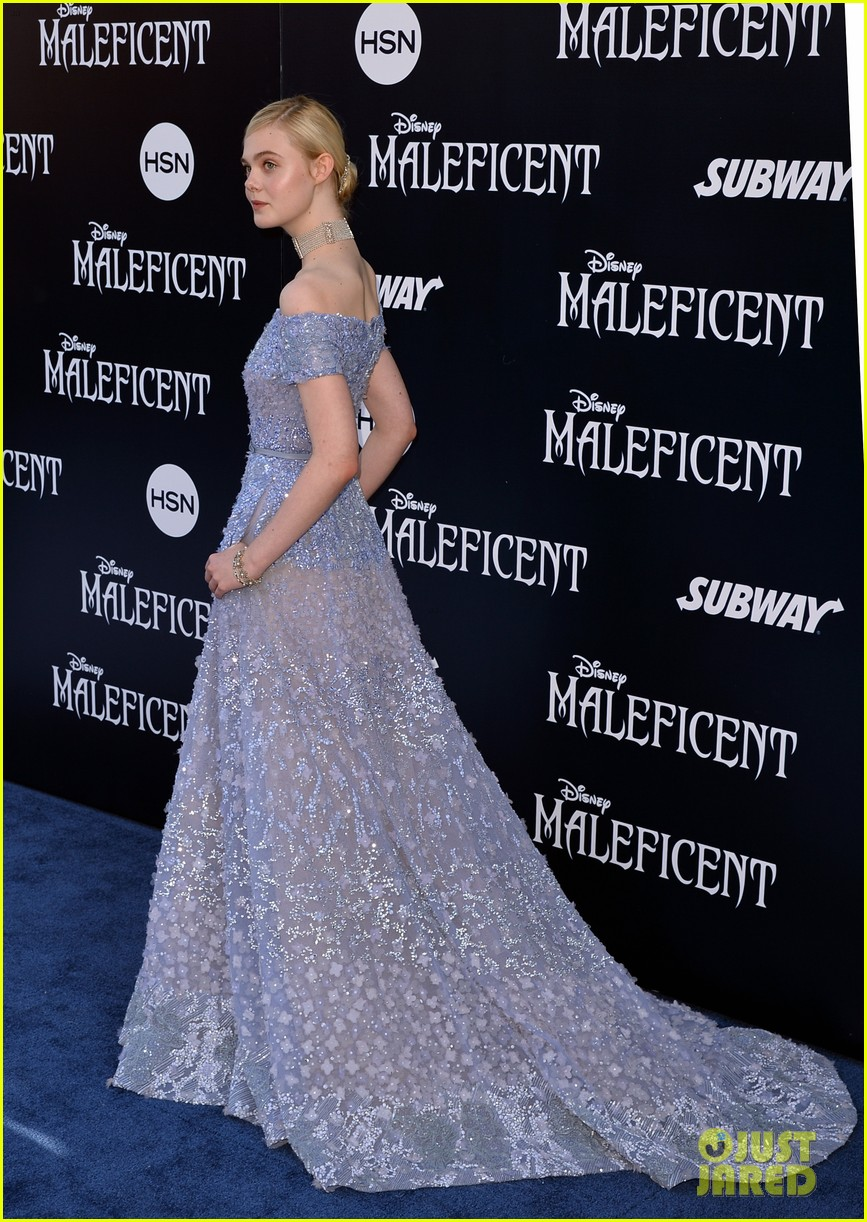 elle fanning maleficent hollywood premiere 023123512