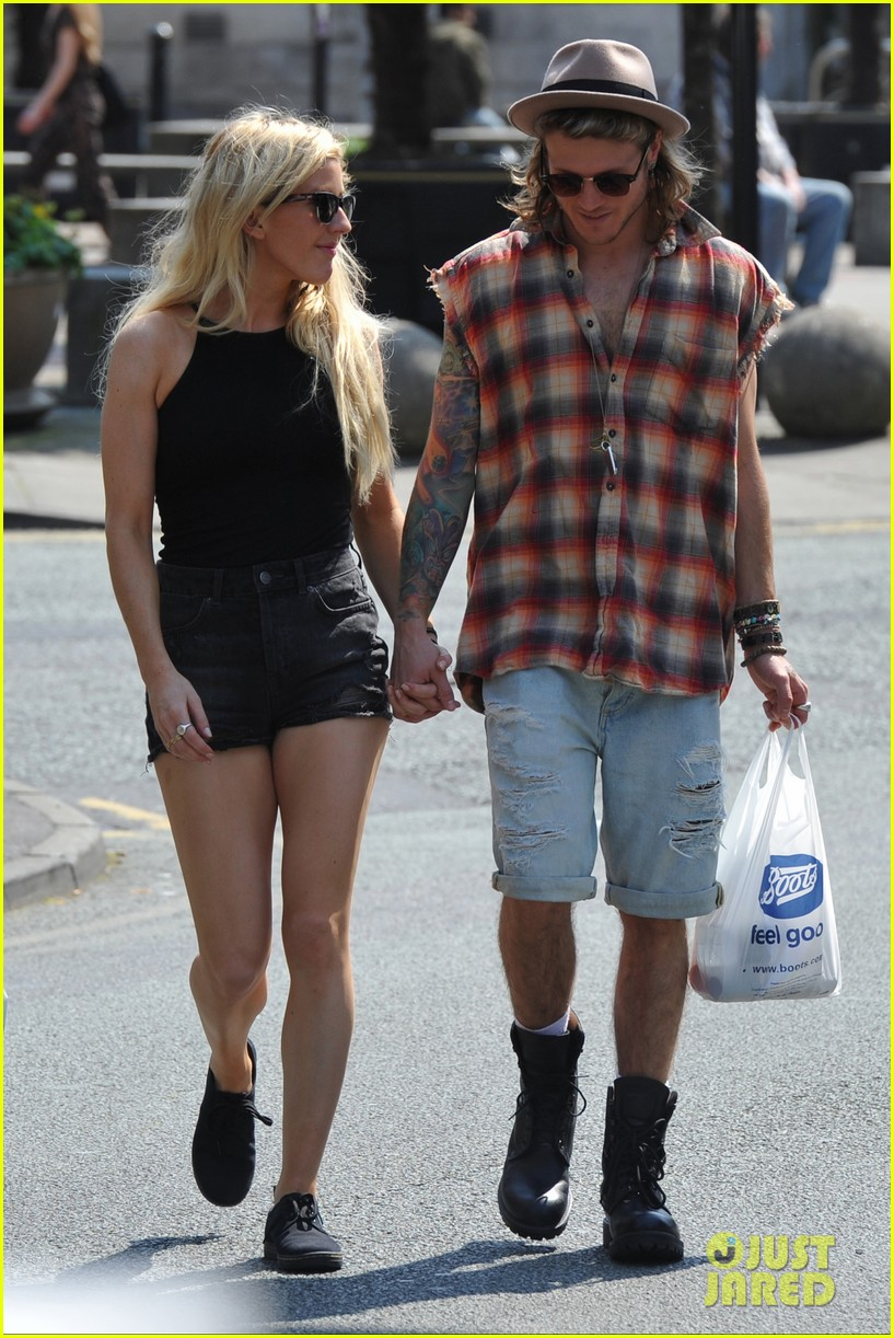 ellie goulding dougie poynter hands food 143117667