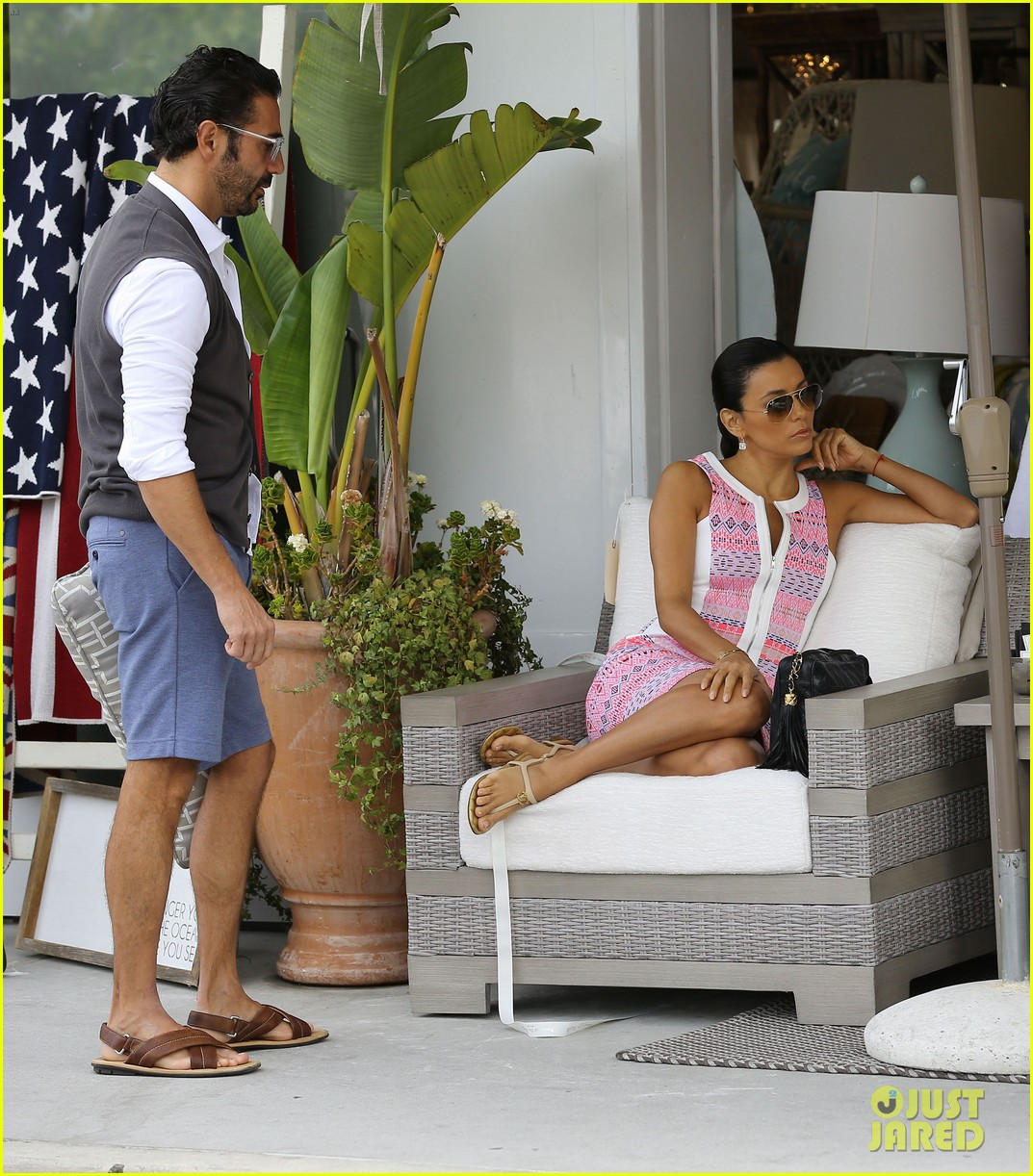 eva longoria cozy shopping boyfriend jose antontio baston 123122024