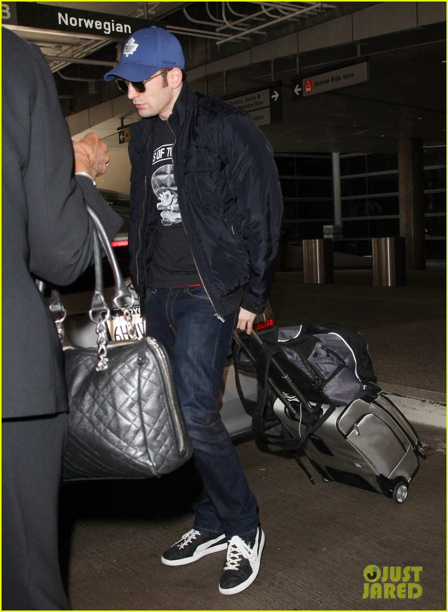 chris evans returns from london looking mighty fine 03
