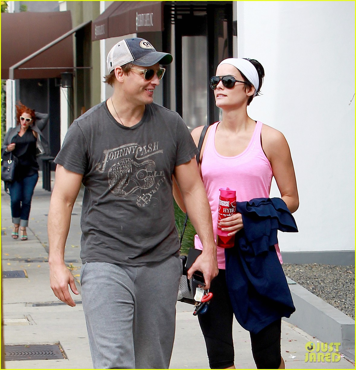 peter facinelli jaimie alexander kiss goodbye after workout 02