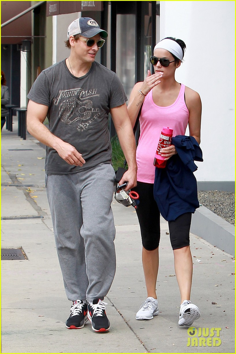 peter facinelli jaimie alexander kiss goodbye after workout 063124945