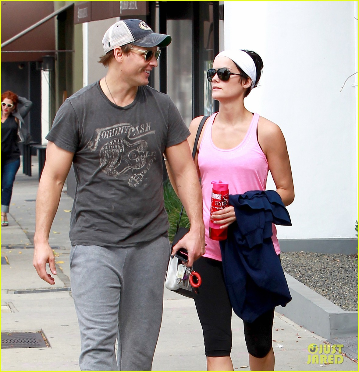 peter facinelli jaimie alexander kiss goodbye after workout 153124954