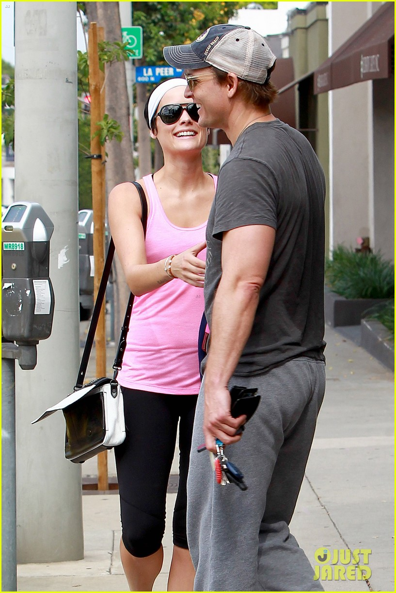 peter facinelli jaimie alexander kiss goodbye after workout 17