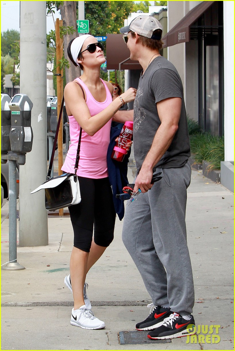 peter facinelli jaimie alexander kiss goodbye after workout 183124957