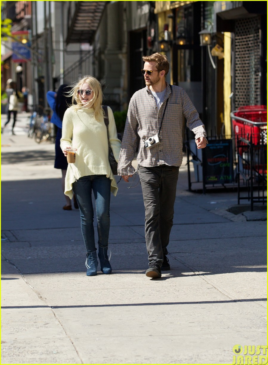 dakota fanning holds boyfriend jamies hand in nyc273115811