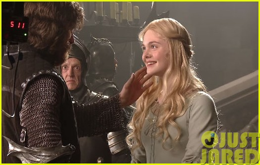 elle fanning maleficent featurette angelina jolie bts candids03