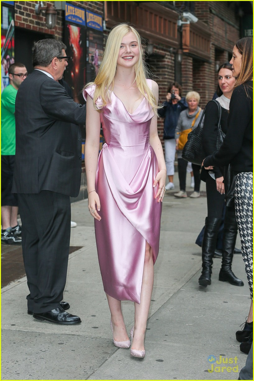 elle fanning letterman pink dress 05