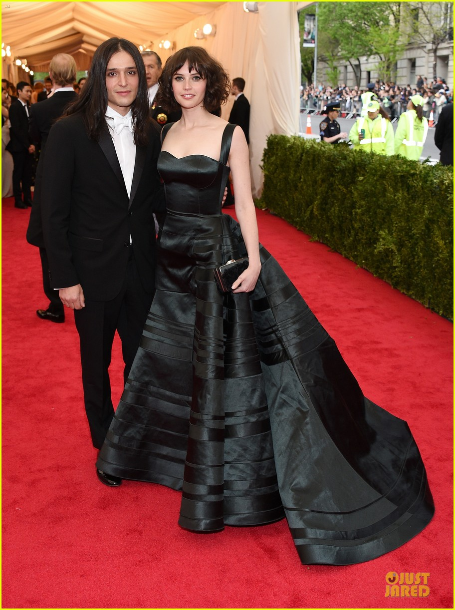 felicity jones amazing met ball 2014 03
