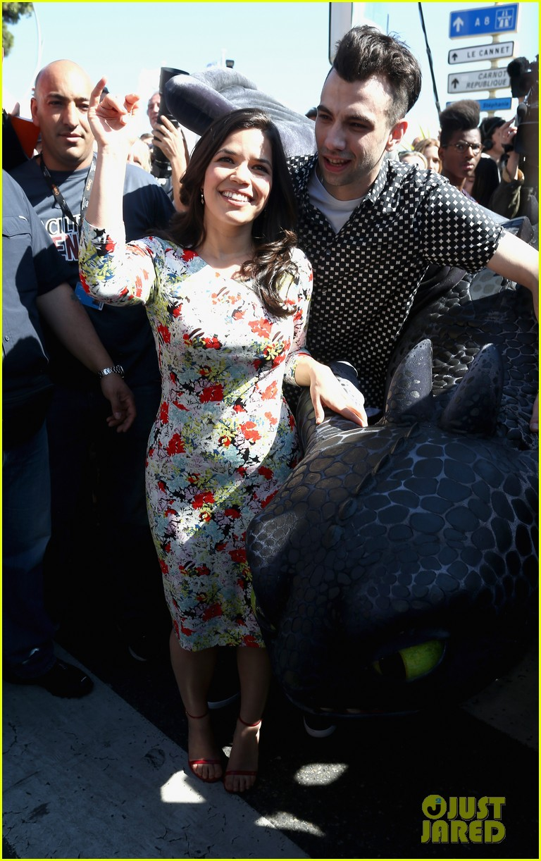 america ferrera takes toothless the dragon to cannes 06