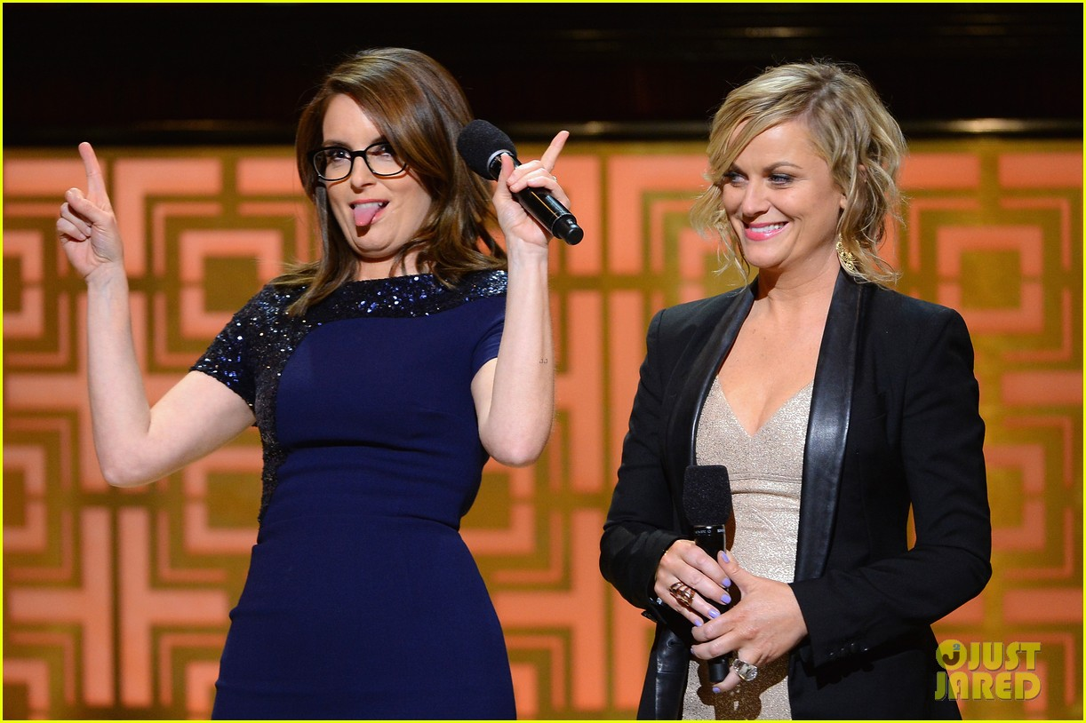 tina fey amy poehler reunite on stage for don rickles one night only all star comedy tribute 043107291