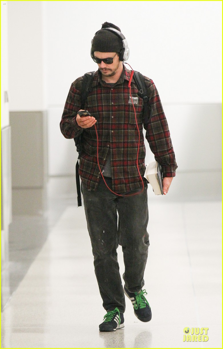 james franco noise with cool headphones at lax 05