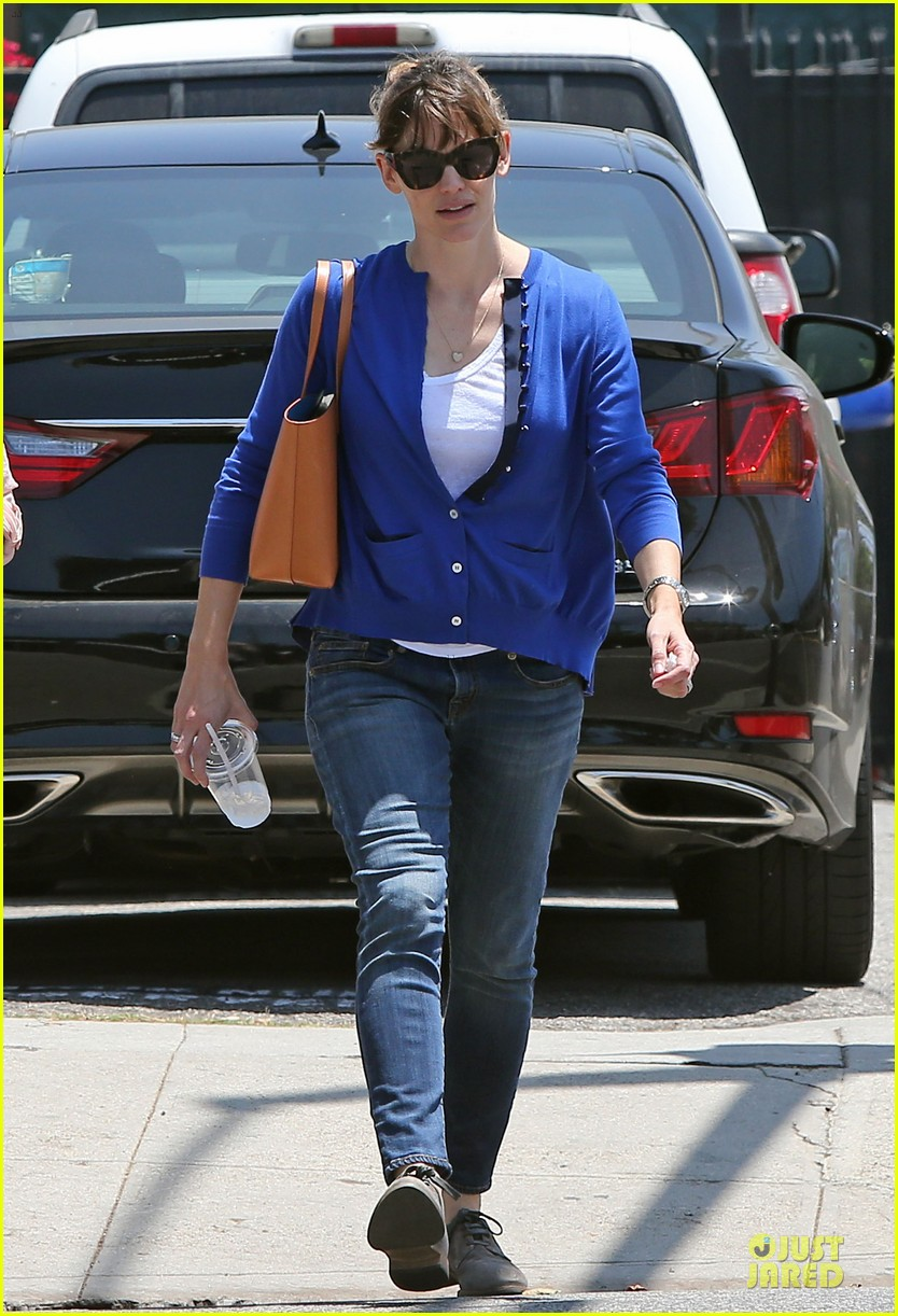 jennifer garner flawless skin morning workouts 05