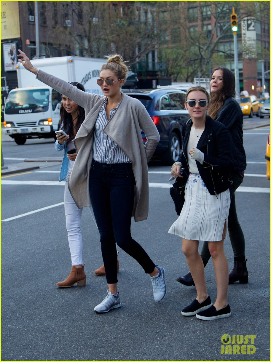 gigi hadid hail taxi late lunch 18