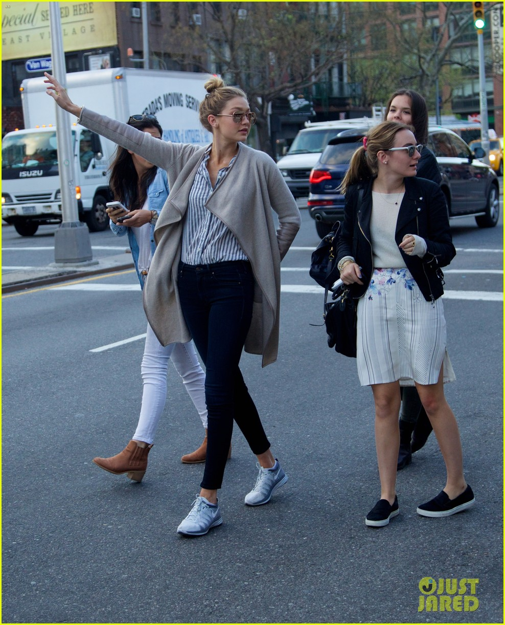 gigi hadid hail taxi late lunch 203104025