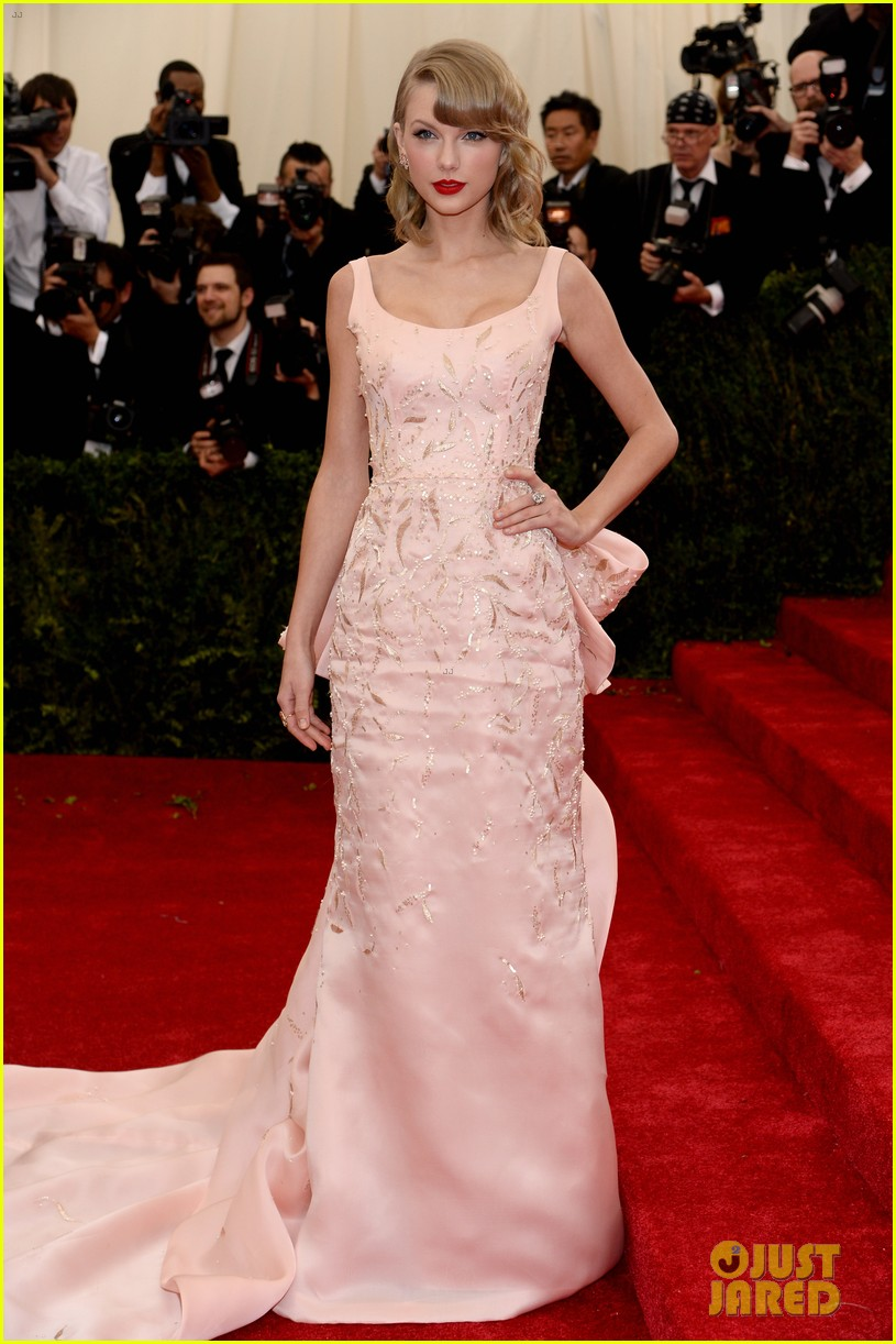 selena gomez taylor swift put feud rumors to rest met ball 013106587