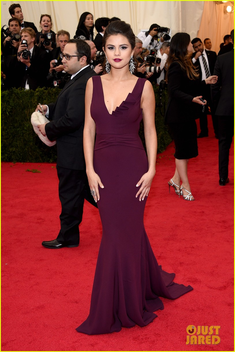 selena gomez taylor swift put feud rumors to rest met ball 173106603