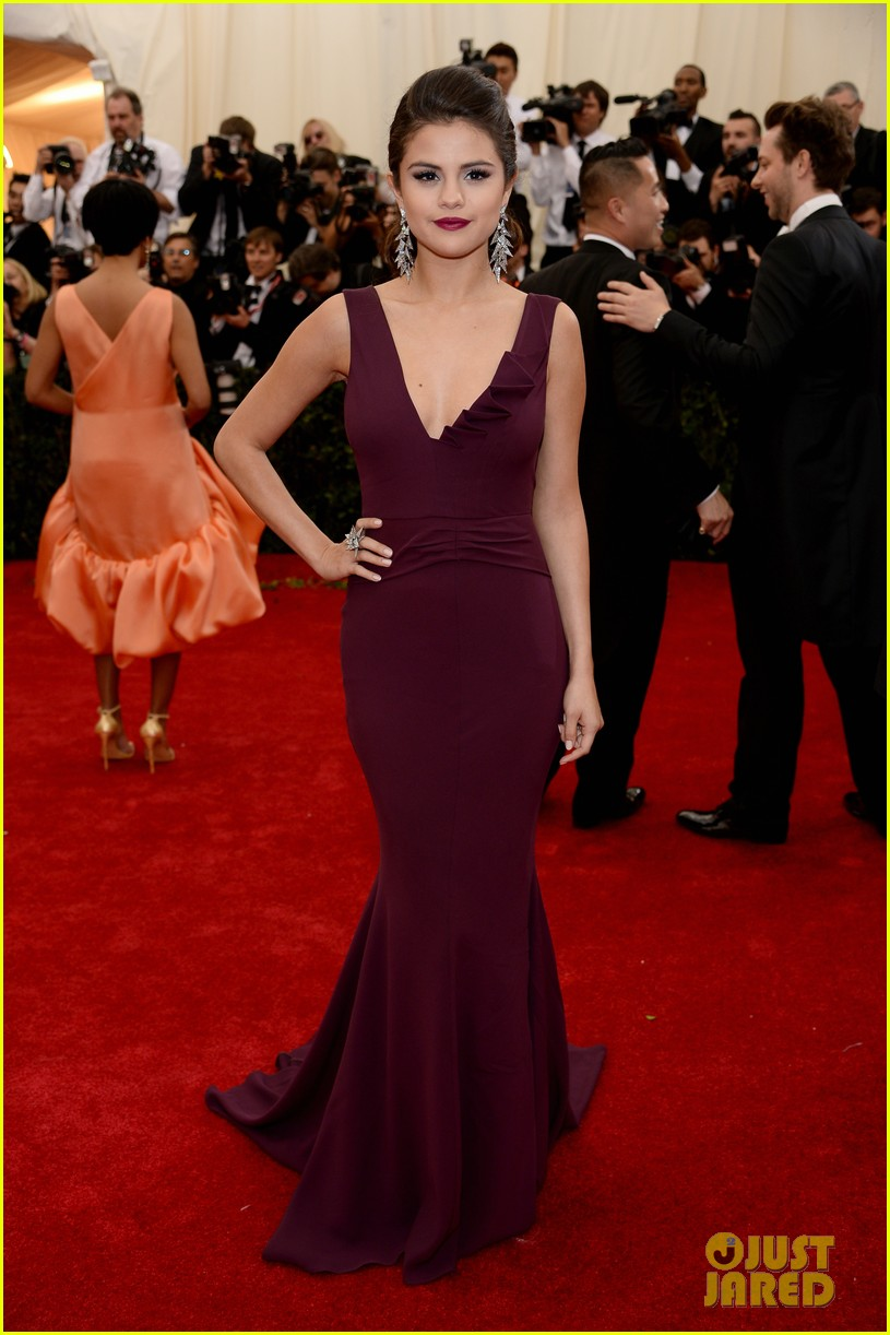 selena gomez is absolutely stunning at met ball 2014 01