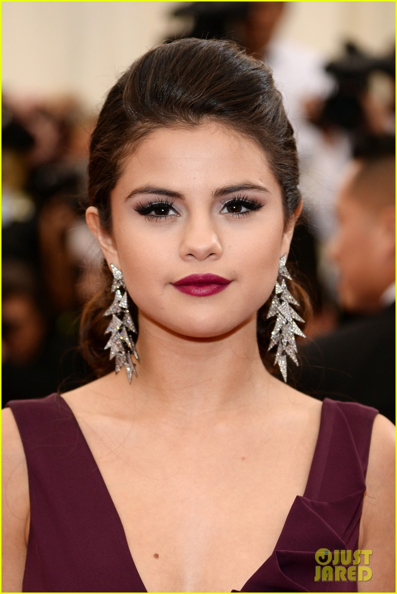 selena gomez is absolutely stunning at met ball 2014 023106042