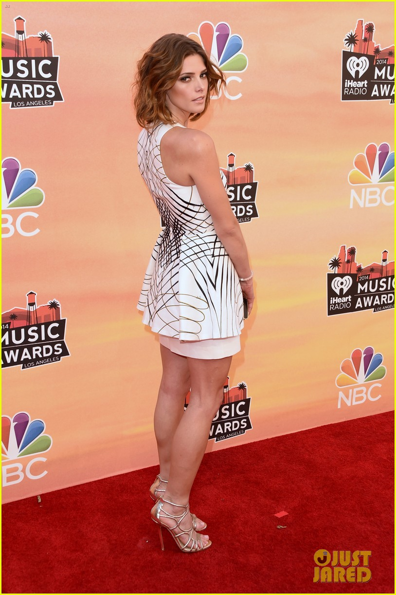 ashley greene iheartradio music awards 2014 03
