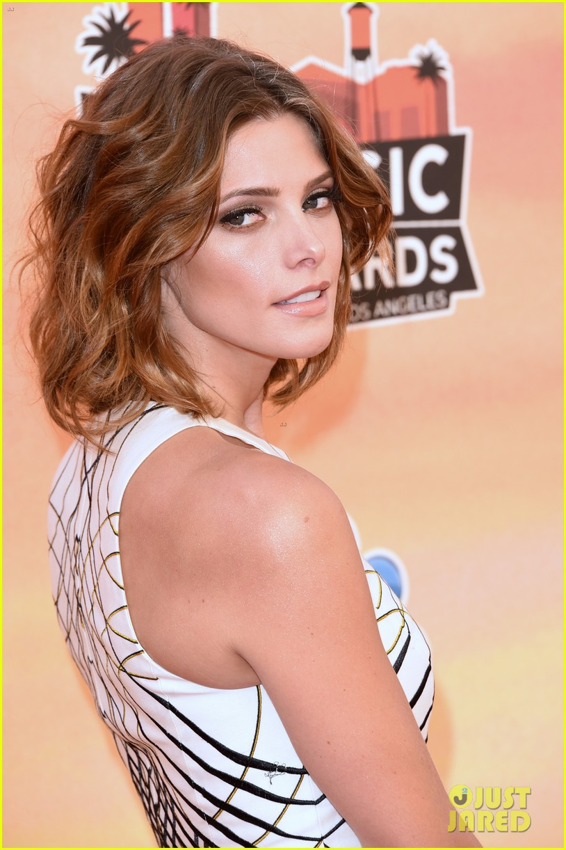 ashley greene iheartradio music awards 2014 063103309