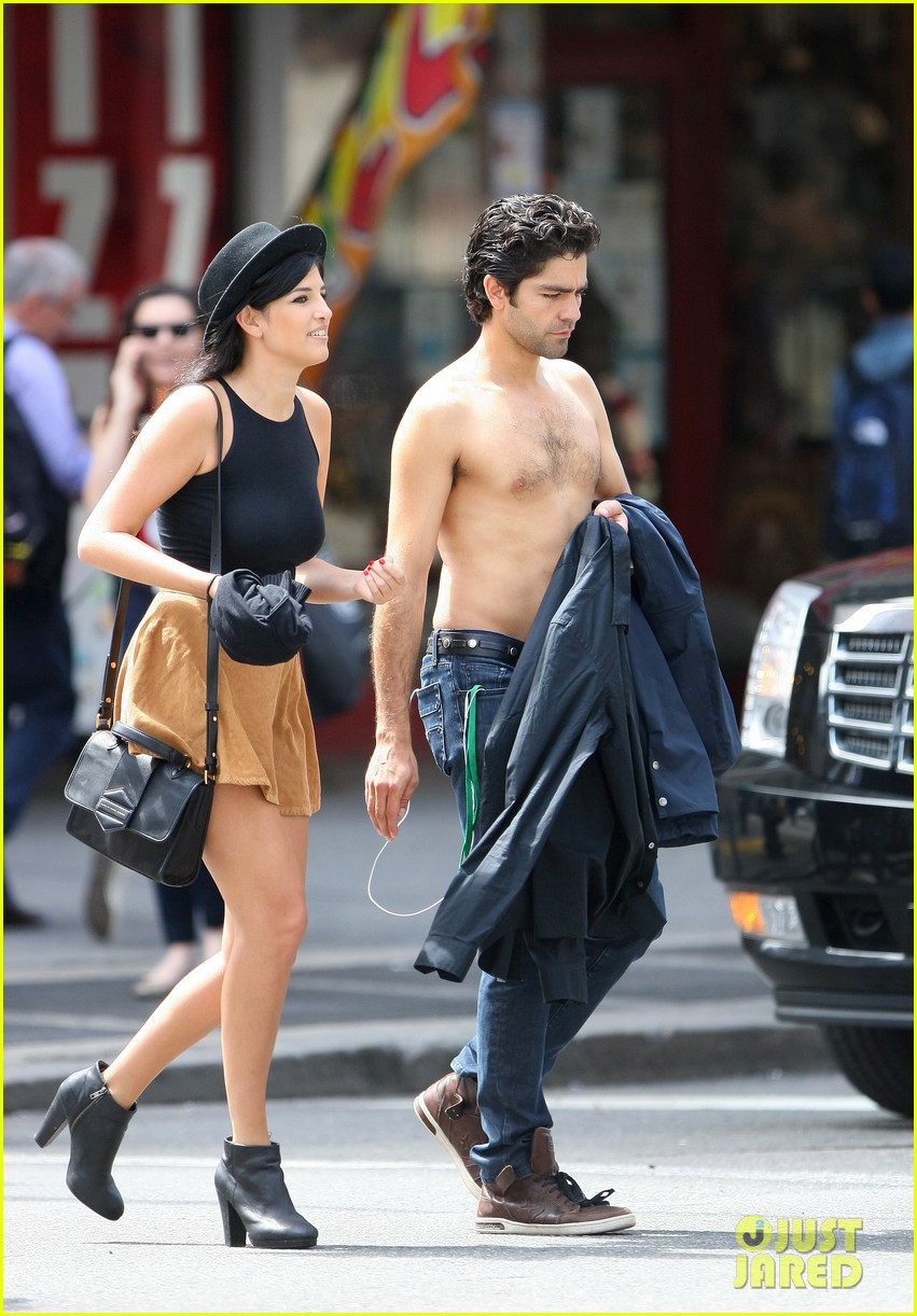 adrian grenier takes his shirt off while walking through nyc streets 03