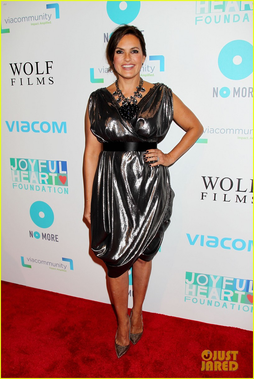 mariska hargitay gets support from celeb pals for joyful heart 123124282