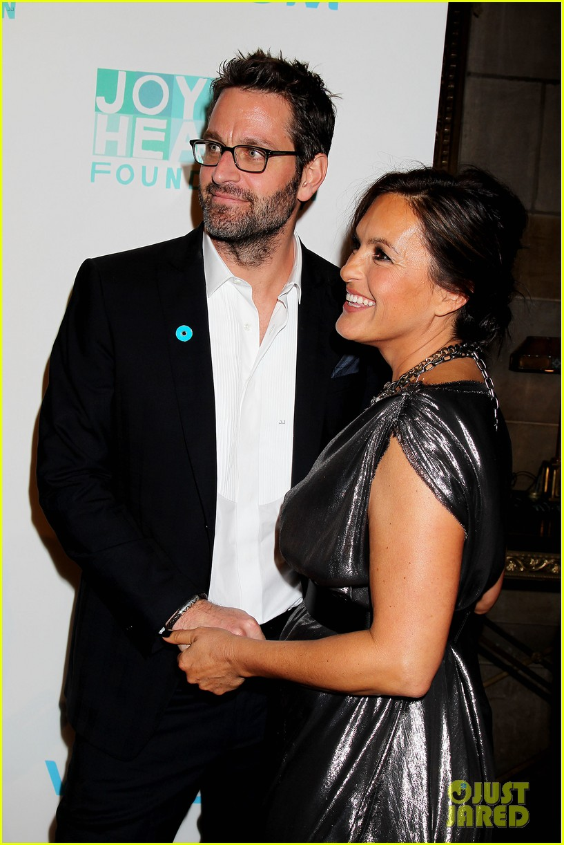 mariska hargitay gets support from celeb pals for joyful heart 14