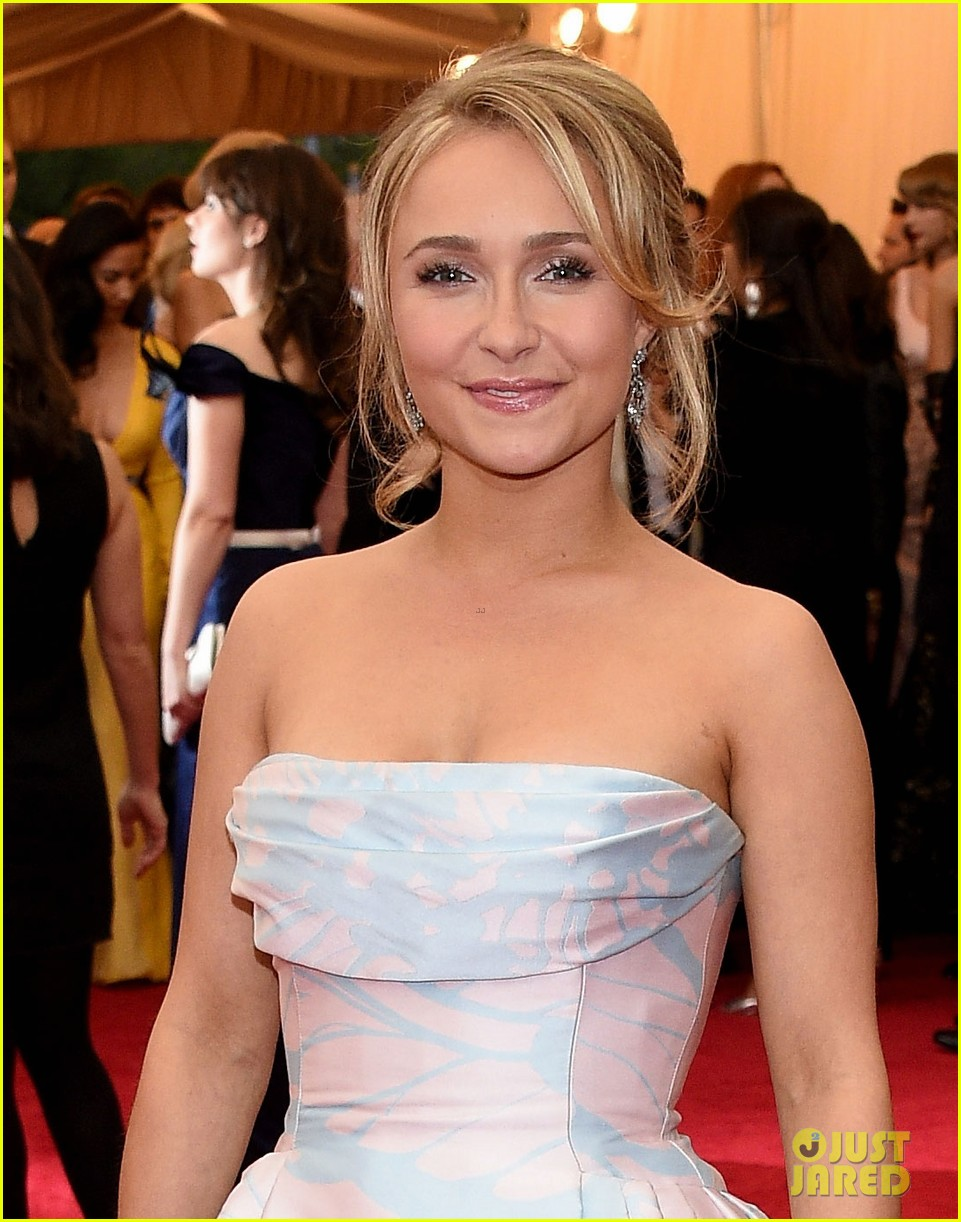 hayden panettiere met ball 2014 red carpet 01
