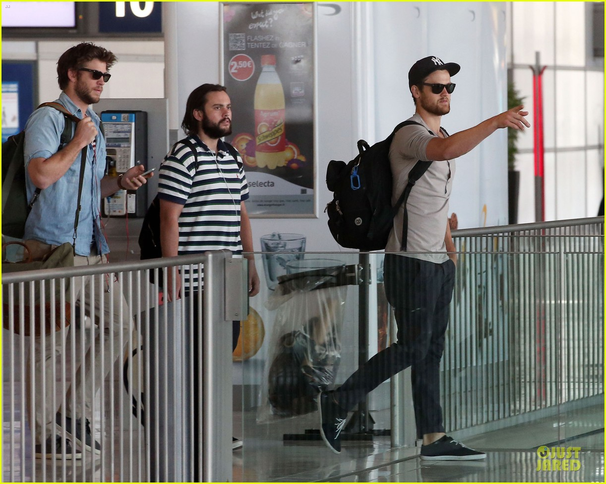 liam hemsworth evan ross parisian lunch 03